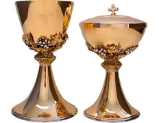 Set of chalice and ciborium decorated with grapes
