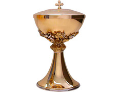 Ciborium with base smooth, the knot and cup with grapes