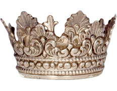 Crown silver ring of 5 cm diameter