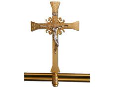 Cruz parroquial de fundición con baño dorado